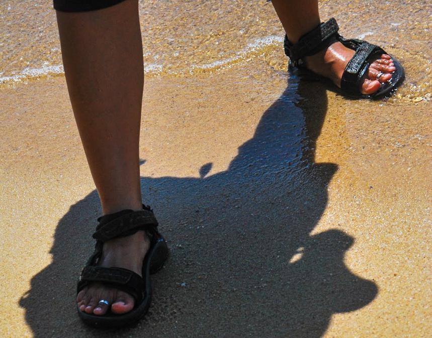Siap ke Pantai, Alas Kaki Sudah Oke?