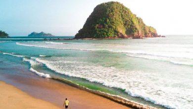 Pantai Pulau Merah Banyuwangi / Foto : Instagram @sanguanexplorer