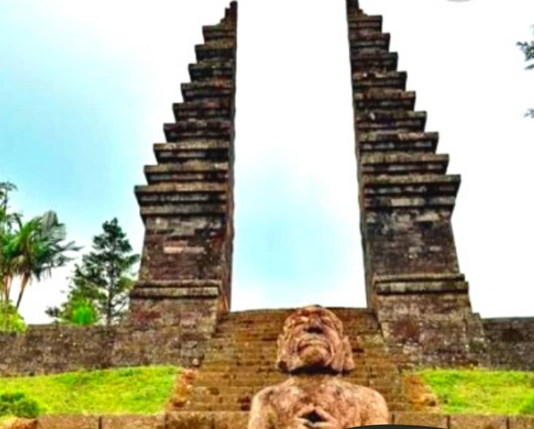 Candi Cetho di lereng Gunung Lawu di Karanganyar, Jawa Tengah./foto: instagram pesonacagarbudaya