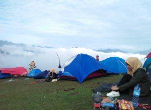 Berkemah di Bukit Romantis Buttu Passapa di Tana Toraja, Sulawesi Selatan./foto: instagram sulfianikasman