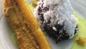 Pangek Pisang lebih lezat disantap dengan ketan hitam / Foto : instagram @kuliner.minang
