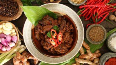 Rendang kuliner khas Sumatera Barat / Foto : shutterstock