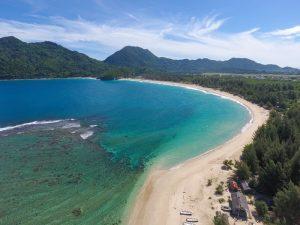 Keindahan Pantai Lampuuk di Loknga, Aceh Besar / Foto : disparpora.acehbesarkab.go.id